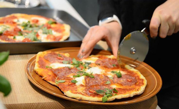 """Vappu Pimiä ei muulla tavalla pizzojaan paista - """"Kuin aito pizzerian pizza"""""""