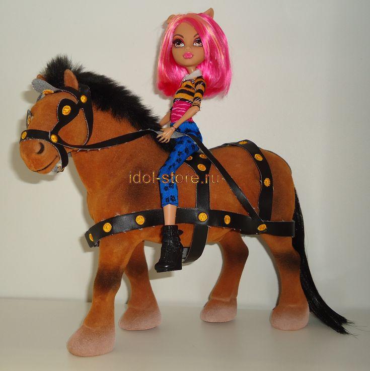 Flocked Horses, Лошадь для куклы. Flocked Horses, Лошадь для куклы. * Лошадь игрушечная породы клейдесдаль рыжая со сбруей подойдет для игры с некоторыми шарнирными куклами до 28 см; а именно брендам Barbie, Monster High, Ever After High, BJD AI, Bratz, Moxie, Winx, Blythe и других. На фото Howleen Wolf Monster high - кукла Хоулин Вульф Монстер Монстр Хай