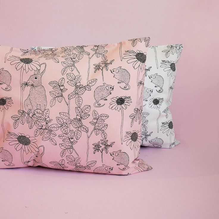 Agnes Pillowcase in Chalk Pink & White 🐰