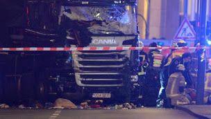 Lo que sabemos y no sabemos del atropello a una multitud en Berlín  En un mercado navideño berlinés han muerto nueves personas y otras cincuenta resultaron heridas. Se desconoce, por el momento, la naturaleza del ataque, pero el Ministerio del Interior alemán no lo ha descartado