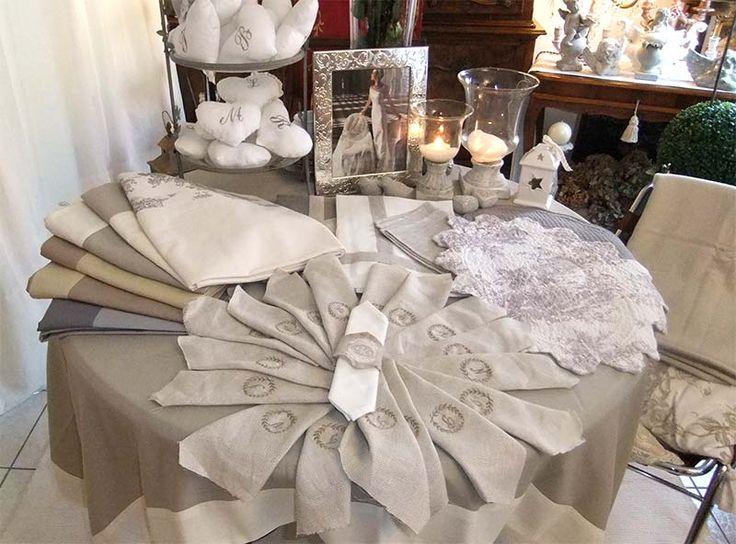 ... dai raffinati decori che ricordano l'eleganza alla Laura Ashley, Hase ai tessuti Sanderson. Sono tanti i dettagli di stile, dai corredi per la stanza ...