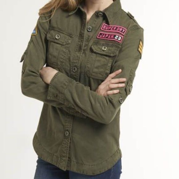 Army green Superdry women's Delta Shirt Superdry women's Delta Shirt with long sleeves. This military style shirt has two front pockets and Superdry logos on the buttons. It also features Superdry velcro logo badges on the front and a patch on each sleeve. Superdry Tops