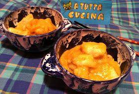Ingredienti: 800g petto di pollo a cubetti, 400g ananas fresco a dadini, 400ml brodo di pollo, 200ml latte, 180g cipolle affettate, 1 cucchi...