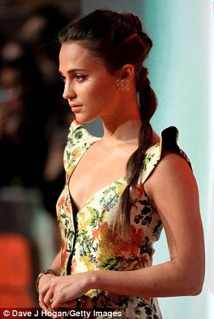 Alicia Vikander arrives at star-studded Tomb Raider London premiere | Daily Mail Online