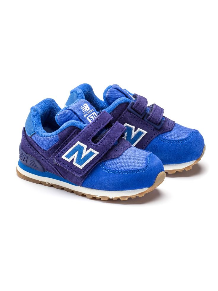 Blue New Balance sneakers with leather and textile surface, featuring a removable inlay sole. The baby sneakers come with a practical velcro fastener for easy slip in.