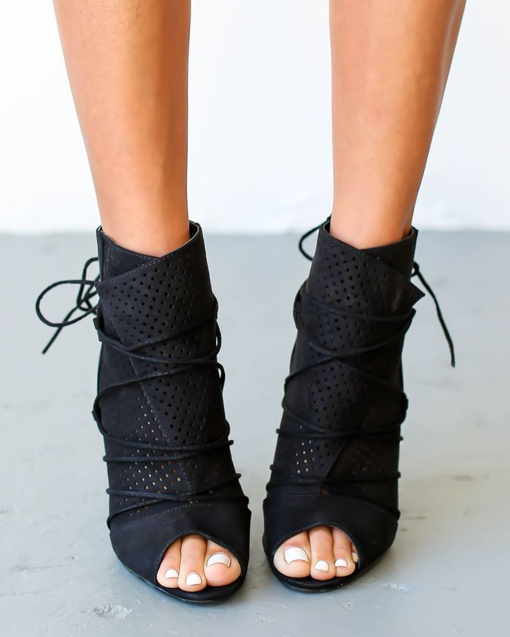 Wait even a moment and you just might miss the coveted Bryce Heel in Black and Blush! We gotta have these fashion forward caged heels, with slender straps of vegan leather that weave through a lace-up