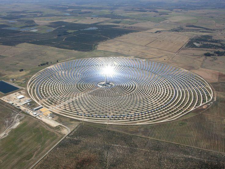 Il Gemasolar  la prima centrale solare che funziona anche di notte è stata sviluppata.