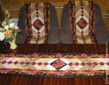 Комплект-накидки на кресла и дорожка`Лоскутные узоры`(пэчворк). Лоскутный комплект - дорожка на стол и 2 накидки на кресло выполнены в технике пэчворк, в едином стиле.    Красивый и яркий акцент в интерьере. Авторская работа.  http://www.livemaster.ru/item/5888775-dlya-doma-interera-komplekt-nakidki-na-kresla