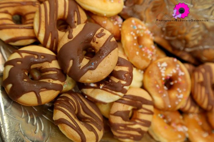 Mini doughnut rings covered in delicious chocolate