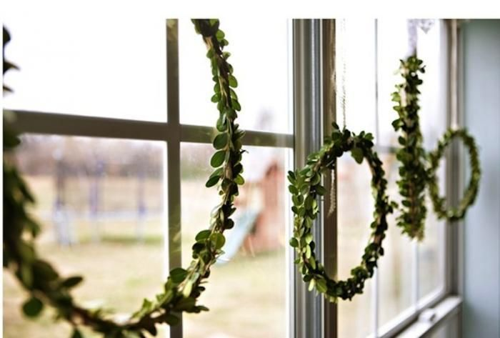 Simple and beautiful boxwood rings. Image via Remodelista #giftsandgreens