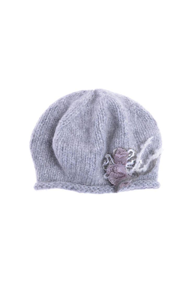 Grevi - шапка с оригинальной аппликацией. Материал: Альпака, полиакрил, полиэстер, шерсть http://oneclub.ua/shapka-16312.html#product_option93