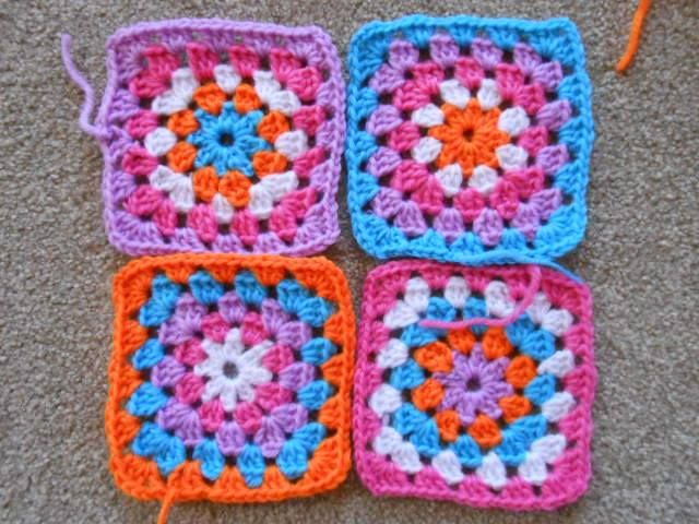 Traditional Granny Squares found at: http://ahcrochet.wordpress.com/2014/10/14/bohemian-style-book-bag/