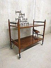 Strakke vintage design theewagen trolley, bijzettafel, side table in Deense stijl. Periode: jaren 60. Ontwerper: onbekend. Bijzonder in zijn soort door zijn strakke maar toch stijlvolle …