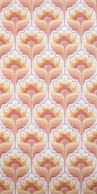 Mod pink floral 70s vintage wallpaper pattern.
