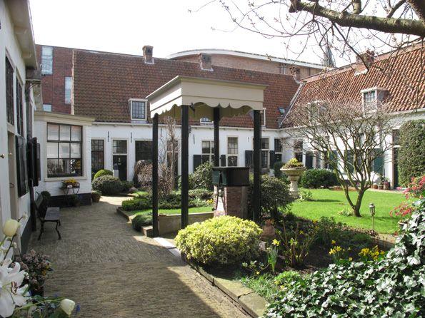 Het Bakennessenhofje, het oudste hofje van de Haarlem, 600 jaar oud