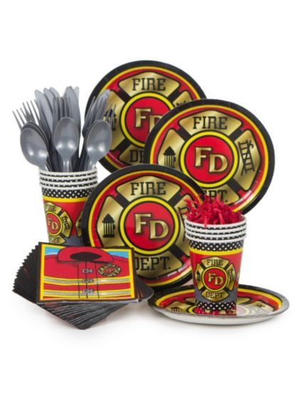 The Firefighter Party Standard Kit is perfect for your child's next birthday party. It can serve up to eight individuals, and includes cake plates, cups, napkins, and utensils. The cups and plates fea