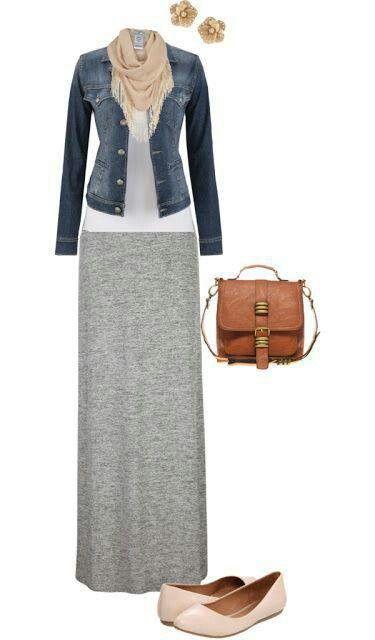 Saia longa + t shirt + jaqueta jeans + cachecol + sapatilha + bolsa.