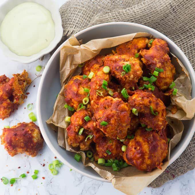 Vegane Chicken Wings aus Blumenkohl. Das perfekte Essen für einen gemütlichen Fernsehabend. Das typisch amerikanische Soul Food in veganer Variante!