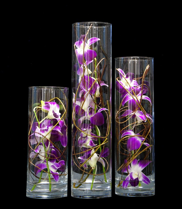 As orquídeas Denfale nos 3 cilindros, compõem este arranjo floral diferenciado e único. Um elegante e lindo presente. $245
