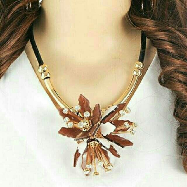 Saya menjual Kalung Fashion MARNI flower pendant decorated simple design - RA5A5E seharga Rp150.000. Dapatkan produk ini hanya di Shopee! https://shopee.co.id/deventostore/11866430 #ShopeeID