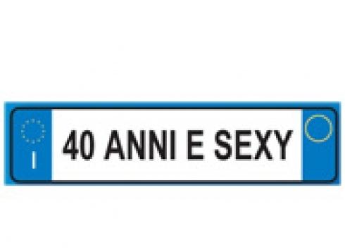 """Portachiavi targa auto ''40 ANNI E SEXY''. Porta chiavi in gomma a forma di targa auto con scritta """"40 ANNI E SEXY"""""""
