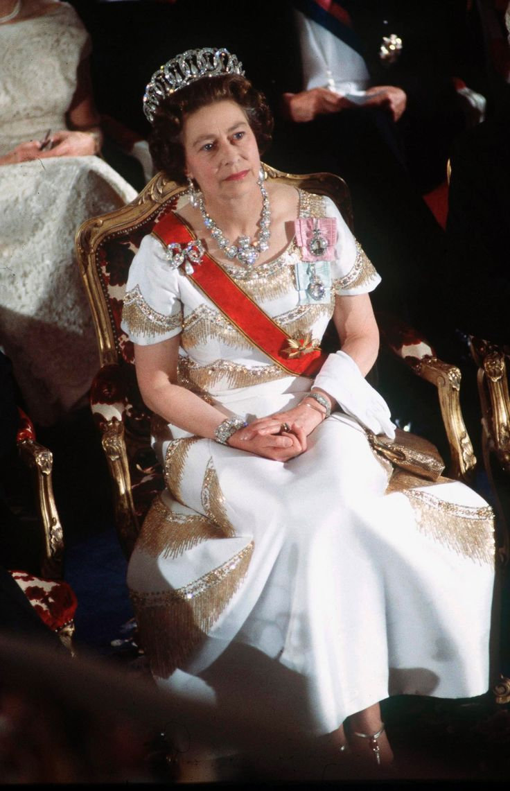 Possibly from the 1980s, Elizabeth in the Vlad tiara with earl drops and matching ear pendants and necklace