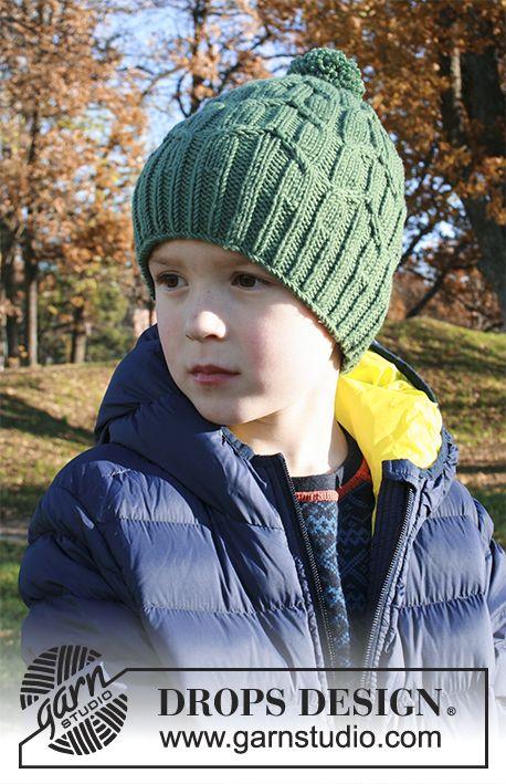 Green Bird / DROPS Extra 0-1358 - Stickad mössa till barn med flätor och garnboll i DROPS Merino Extra Fine. Stl 2 - 9 år