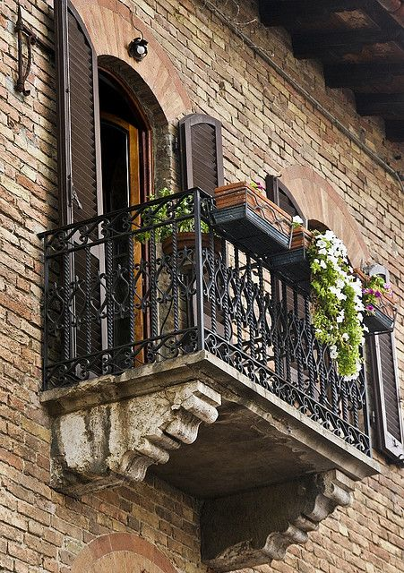 Tuscan balcony, Italy Note: in US, can use stucco'd foam over framed lumber to replicate the stone corbels.