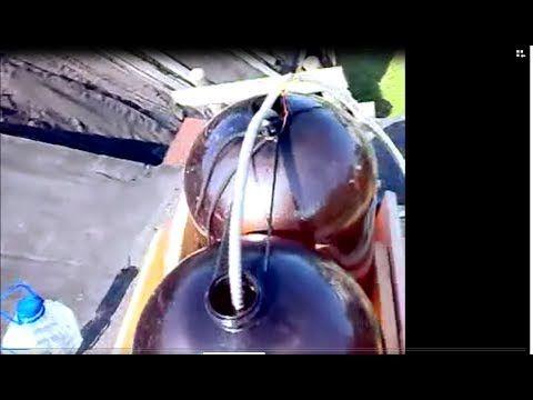 Как собрать самому ДУШ.  Несколько ёмкостей соединённых через патрубки через горлышко! Шаровой кран с длинной ручкой! Два гибких шланга с переходниками.  Любой бывший в употреблении разбрызгиватель воды.