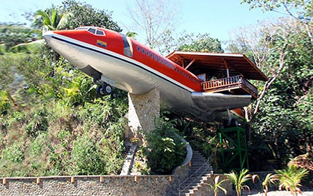 sleep well, without turbulence, in 727 Jet Hotel (Costa Rica)