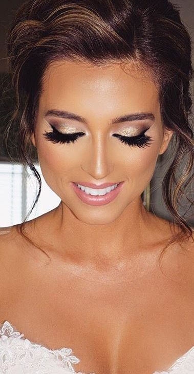 Take a look at the best wedding makeup bridal in the photos below and get ideas for your wedding!!! soft shimmery eye with winged liner. Image source beautiful