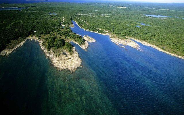 Великое озеро Гурон: Природные условия Гурона мало чем отличаются от иных озер данной системы, так как они размещаются совсем недалеко друг от друга.