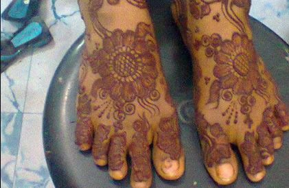 Henna Painting by Nuzhath Ideas. Call or Email us now to book! 00971555941088, uaetour2020@gmail.com