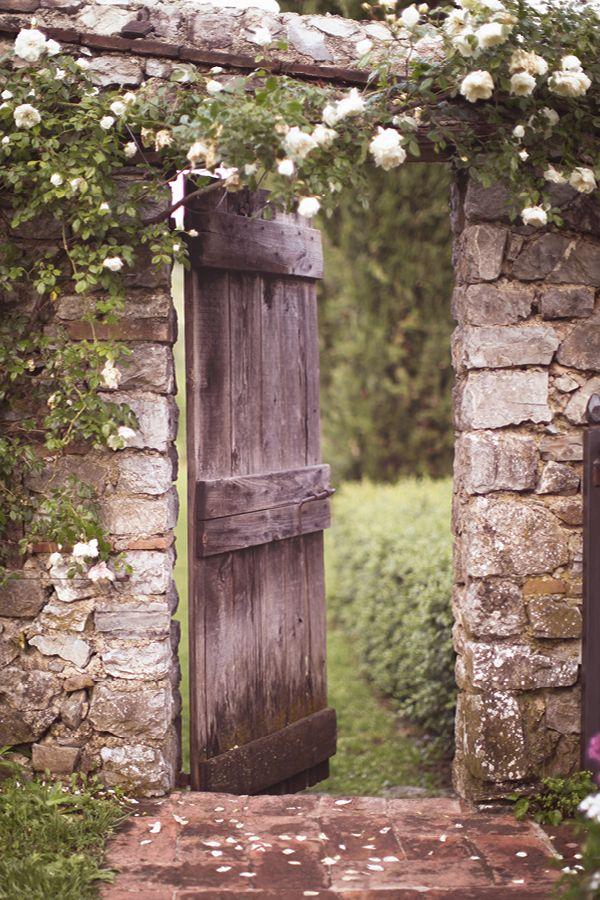 Gates to the Secret Garden. Varteliai į Slaptąjį sodą.