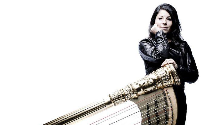 Nieuwjaarsconcert - Brussels Philharmonic & Anneleen Lenaerts - De Vlaamse Anneleen Lenaerts is al enkele jaren op miljoenen tv-schermen te bewonderen als de harpiste van de Wiener Philharmoniker. Dit keer is ze te gast in het Concertgebouw, aan de zijde van Brussels Philharmonic.