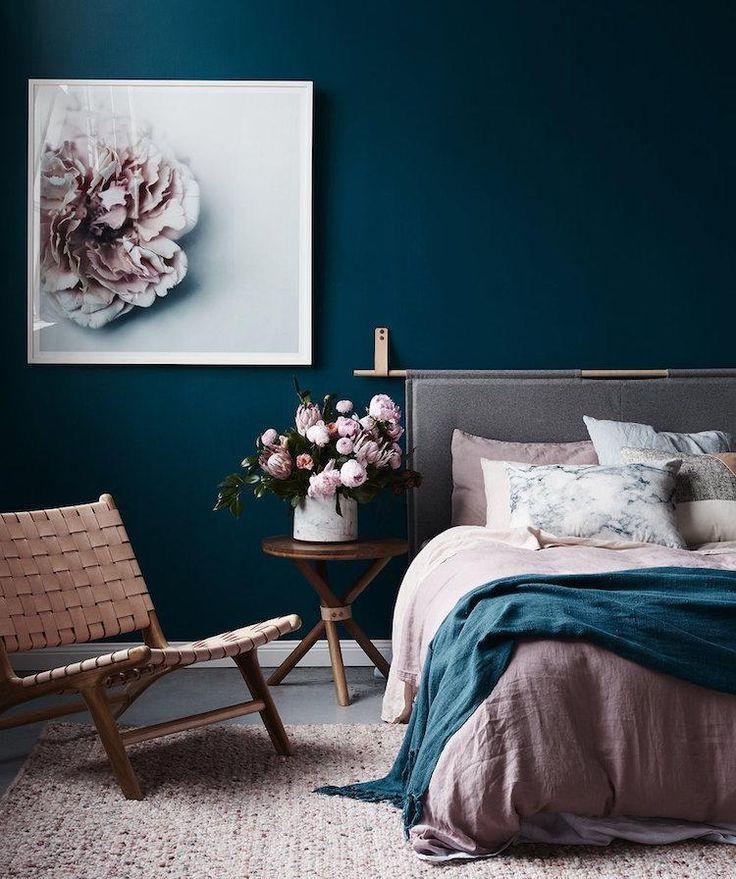 idée-déco chambre romantique peinture-bleue-literie-rose