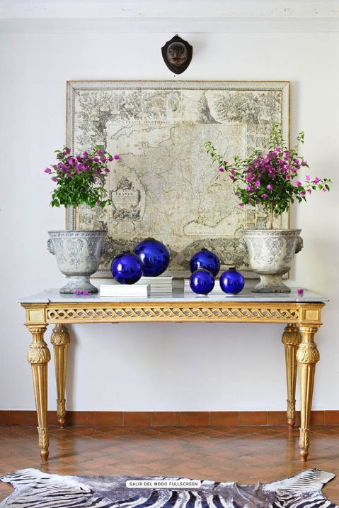 the cobalt blue vases really makes the space pop