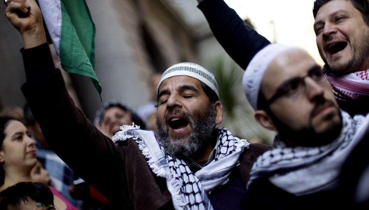 [Fotos] Palestinos se reunieron en Santiago para protestar por ataques israelíes a Gaza | El Dínamo