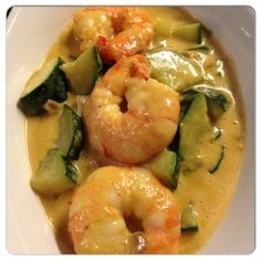 Voilà une autre recette paléo que j'ai adoré! Curry de crevettes et courgettes 1 courgette 6 grosses crevettes Du lait de coco De la pâte de curry 1 oignon De l'huile de coco Faire fondre l'huile de coco dans un poêle, y faire revenir l'oignon haché....