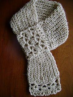 BUFANDAS CORTAS (tejidas en dos agujas, con puntas en crochet)