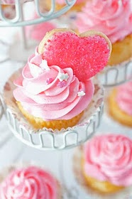 Pink cupcake heart I should do this for Valentine's. Adorable!