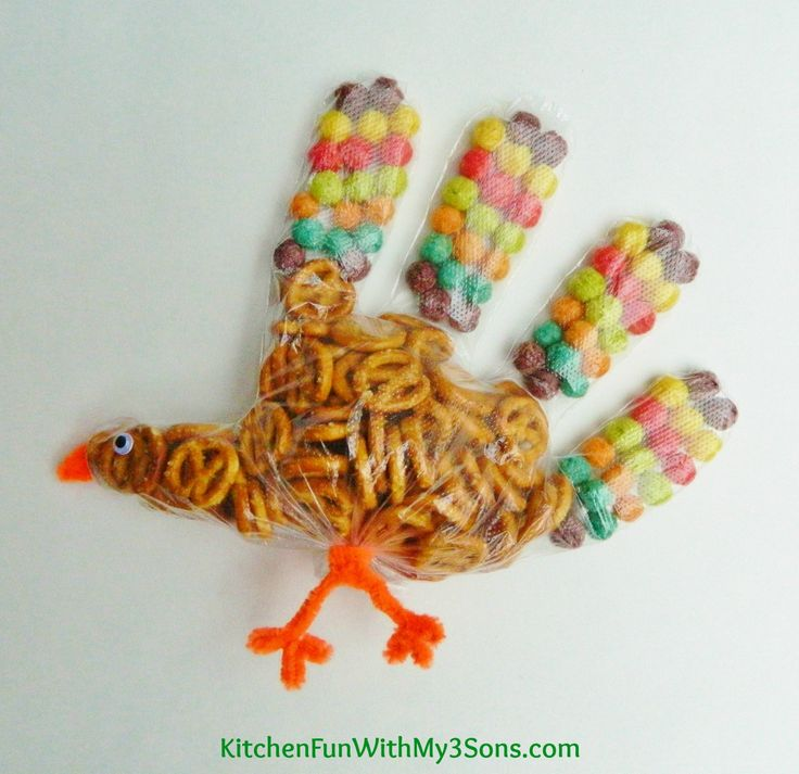 Turkey Snack Bags...perfect for Thanksgiving class parties at school from KitchenFunWithMy3Sons.com