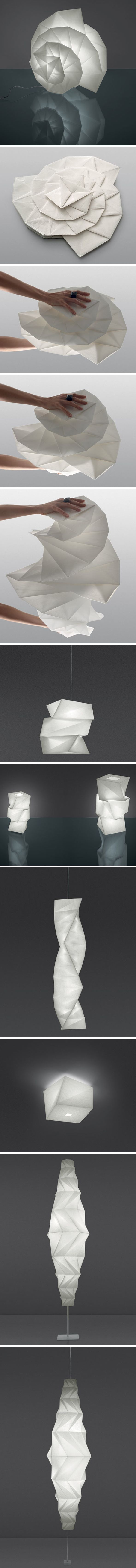 IN-EI par Issey Miyake pour Artemide. Collection de lampes suspendues, de chevet et de sol, conçue par le couturier Issey Miyake est inspirée de son projet 132 5. Chaque lampe est fabriquée à partir de bouteilles en plastique recyclé, avec le #PLISSAGEde la matière, lorsque la lampe est allumée, elle devient une sculpture remarquable. #PLIAGE