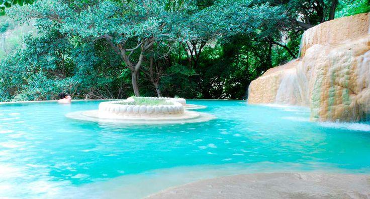 Grutas Tolantongo un paraíso de belleza natural en #Hidalgo donde las aguas termales y los paísajes exóticos son el principal protagonista.