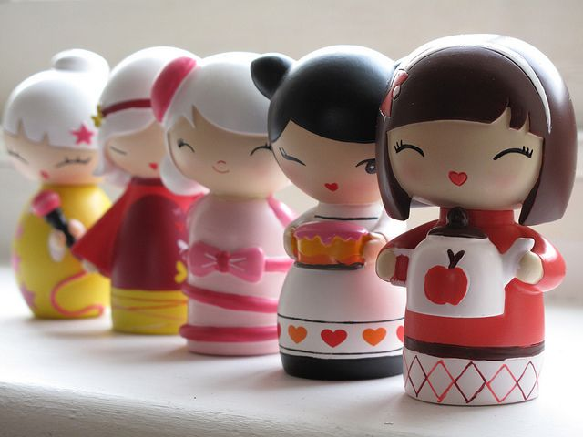 In fila indiana... #momiji #momijidolls I have never seen these before! :)