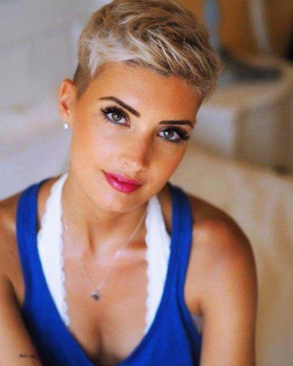 40 kurze Frisuren für Frauen über 50 – NEUE FRİSUREN