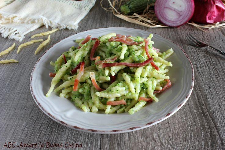 Trofie+con+crema+di+zucchine+e+speck