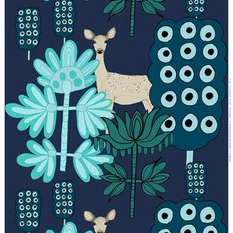 Vackra rådjur och fantasifulla blommor är det vackra motivet på tyget Kaunis Kauris från Marimekko. Det finns i två färgkombinationer - blå-röd eller blå-turkos. Design Teresa Moorhouse.