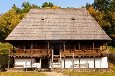 Normally, Romanian farmhouses are build of brick, painted white (lime wash), with a wooden veranda. The roof can be covered in either wood, tiles or hay.