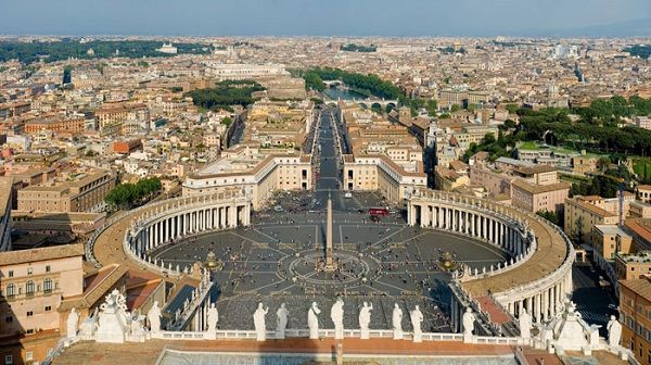 梵蒂岡和意大利之間的邊界: 入口處著名的聖彼得大教堂廣場,標誌著意大利和梵蒂岡的天主教君主的城市國家之間的邊界。 (Boundary between Vatican and Italy)